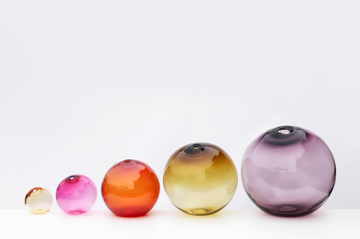 from left: 6″Dia (15cm) whiskey, 8″Dia (20cm) fuchsia, 12″Dia (30cm) strawberry, 16″Dia (41cm) sargasso and 20″Dia (51cm) plum
