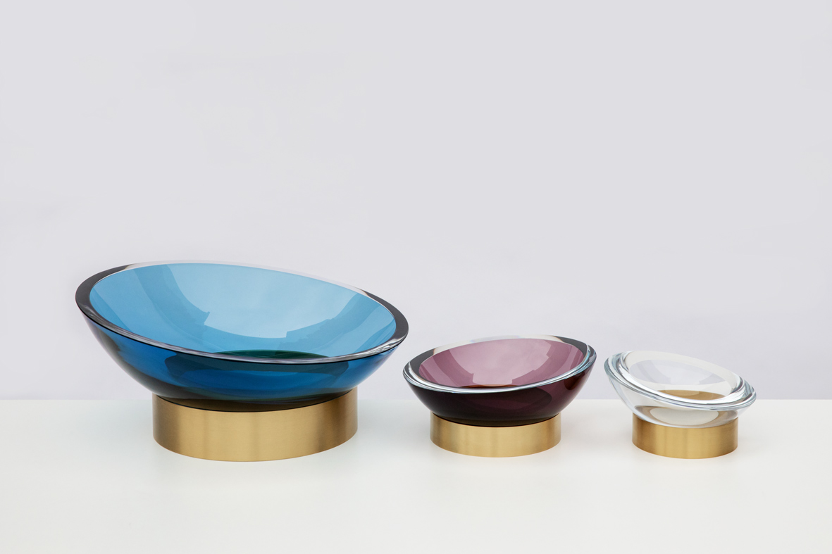 from left: large/steel blue 16″Dia x 6″H (42x16cm), medium/plum 10″Dia x 5″H (25x12cm) and small/clear 8″Dia x 4″H (20x10cm)